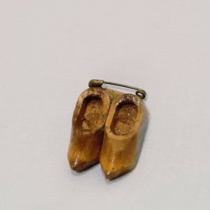 """Vintage Wooden Shoes Holland Pin Brooch 1"""" Costume"""